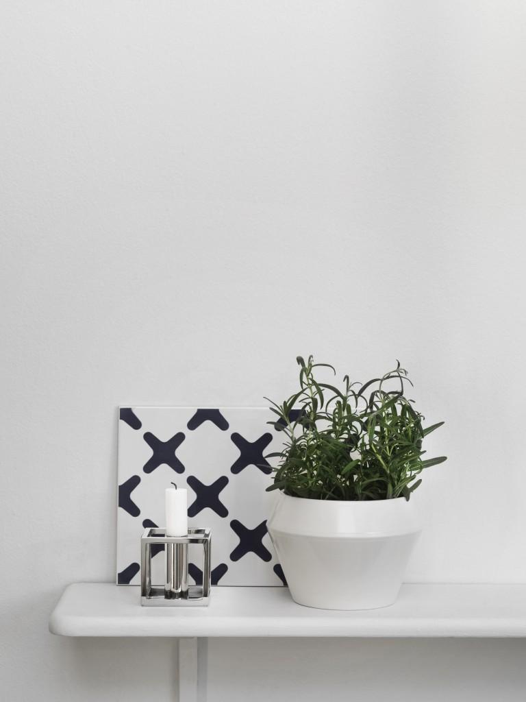 byLassen_design_exes_Navy_Rimm Flowerpot_White_Kubus 1_Nickel_Lifestyle_iglooo_advice