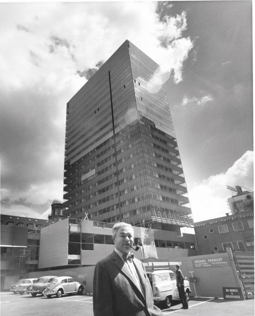 Arne Jacobsen outside the #SASRoyalHotel
