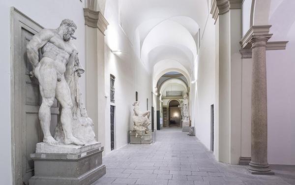 Corridoio gessi accademia photo credit cosmo laera iglooo for Accademia fashion design milano