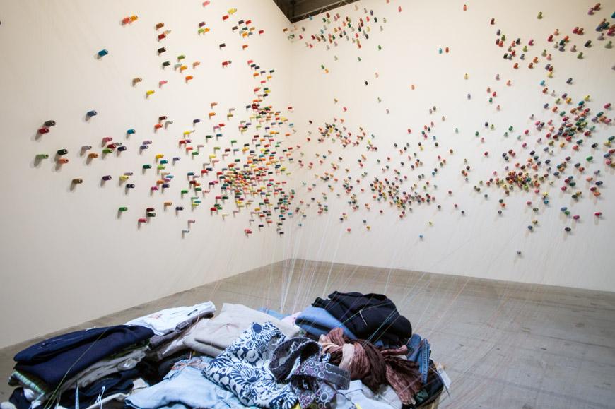 Lee Mingwei: The mending project. Padiglione dello Spazio Comune.Foto © Inexhibit