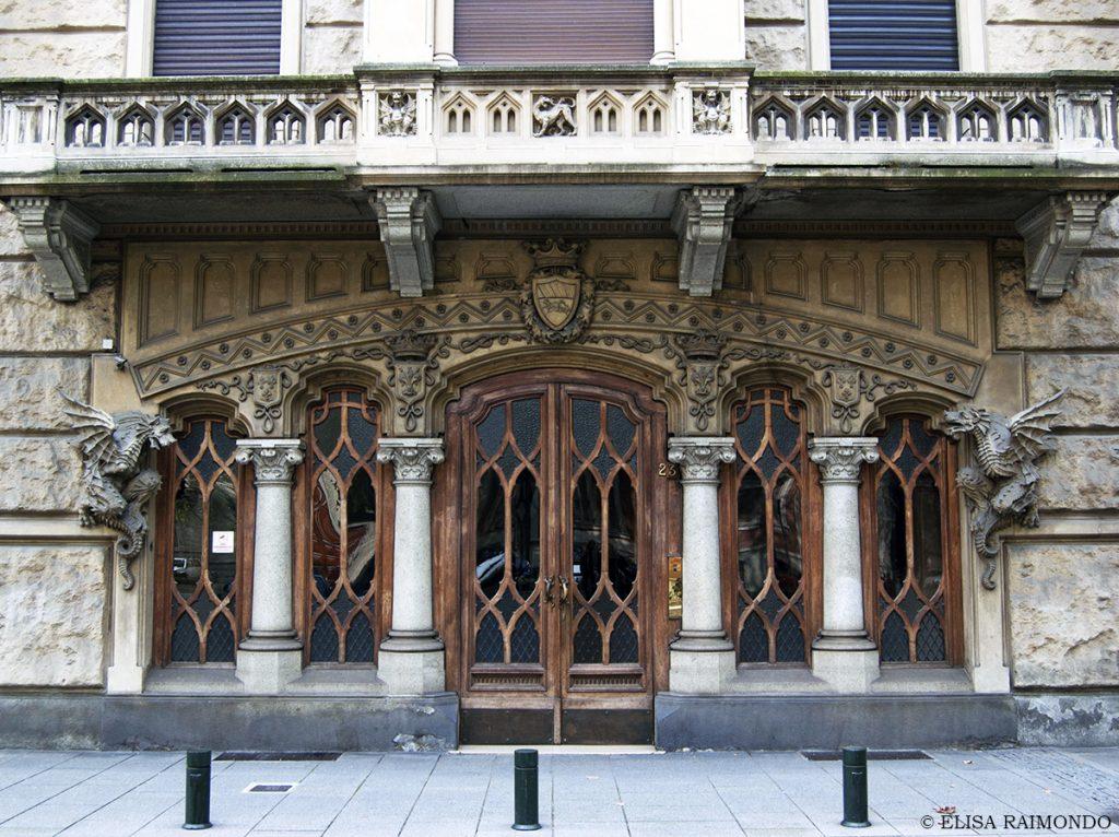 Torino città da scoprire tra architetture e design contemporaneo || Casa dei Draghi - Liberty italiano