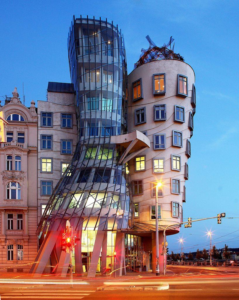 Casa_danzante praga Vlado Milunić in collaborazione con Frank Gehry