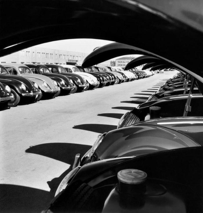 Peter Keetman Stabilimento Volkswagen / Volkswagen plant, 1953 © Peter Keetman Estate, F.C. Gundlach Foundation